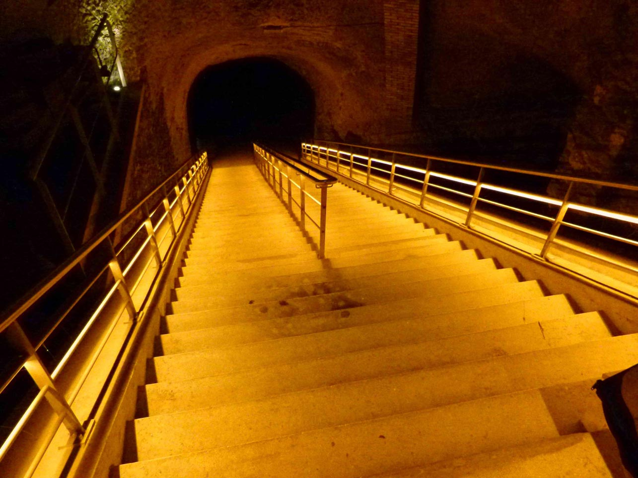 vineo-neolux-led-lighting-solutions-veuve-clicquot-4